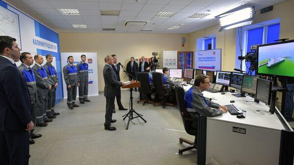 Владимир Путин на церемонии ввода в эксплуатацию терминала по приему газа с плавучей регазификационной установки в Калининграде. 8 января 2019