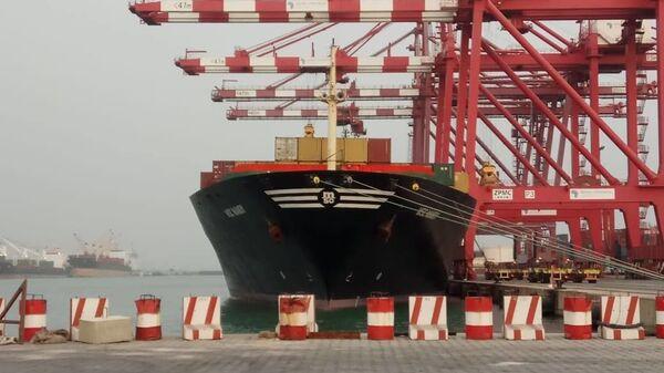 Судно MSC Mandy в бенинском порту Котону