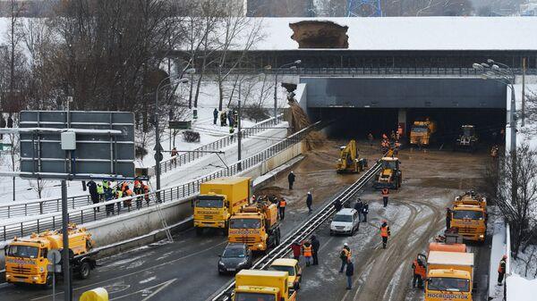 Тушинский тоннель Волоколамского шоссе в Москве, подтопленный после провала грунта в шлюзе №8 канала имени Москвы