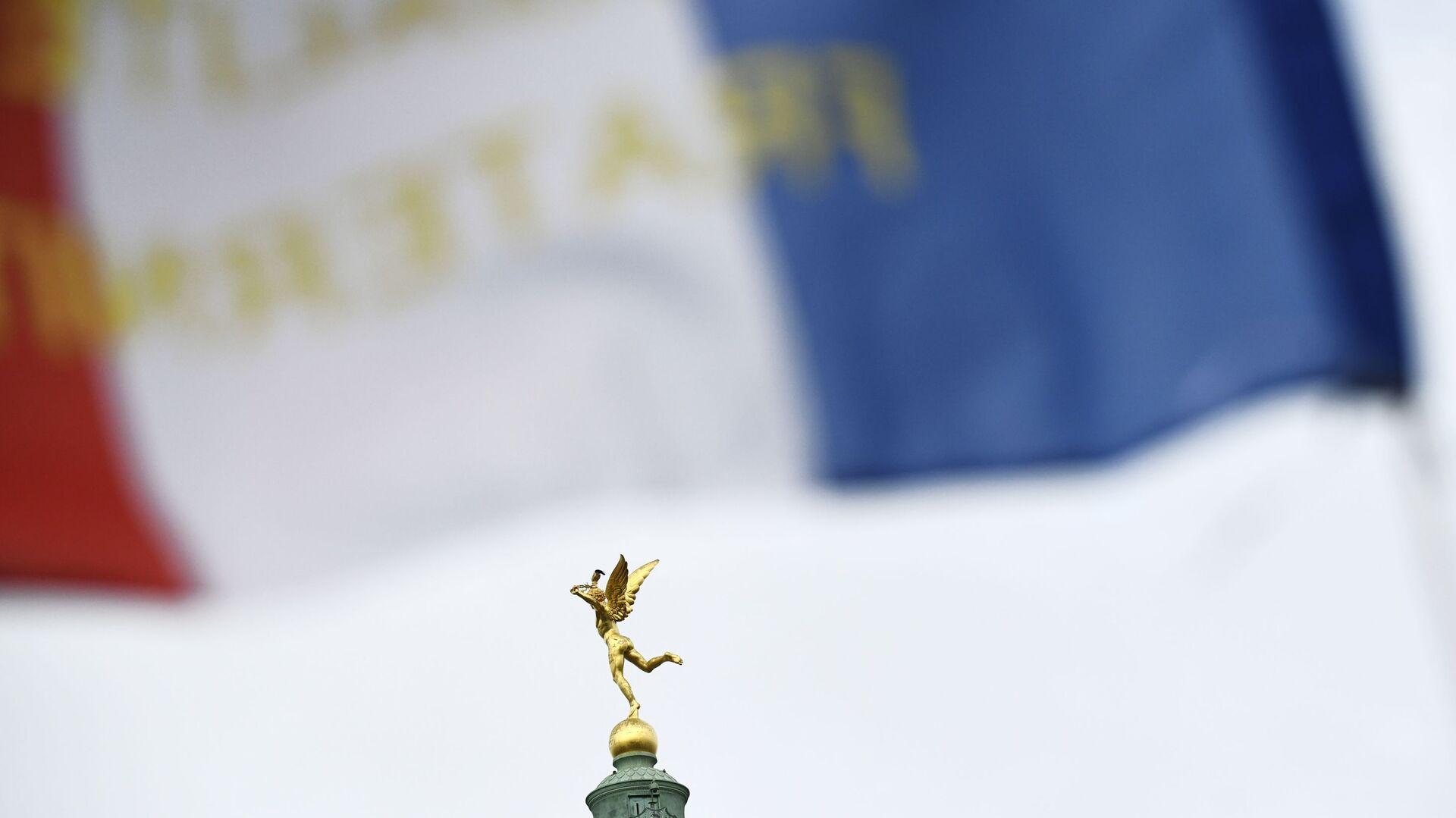 Скульптура Гения свободы на вершине Июльской колонны на площади Бастилии в 4-м округе Парижа - РИА Новости, 1920, 29.10.2020