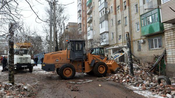 Ситуация у девятиэтажного жилого дом №16 на улице Хабарова в городе Шахты, пострадавшего из-за взрыва бытового газа
