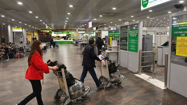 Пассажиры в зоне отлета аэропорта Шереметьево