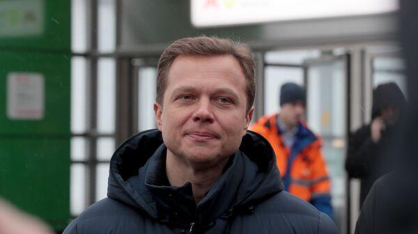 Заместитель мэра Москвы Максим Ликсутов у станции метро Окружная в Москве, закрытой из-за подтопления