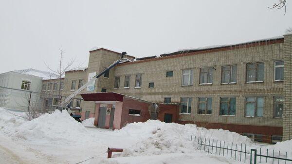 Здание средней школы №8 в городе Новоузенске Саратовской области, где обрушилась крыша. 15 января 2019