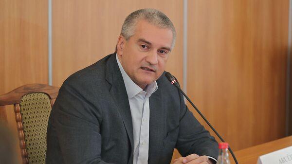 Глава Республики Крым Сергей Аксенов во время совещания по проблемным вопросам Феодосии