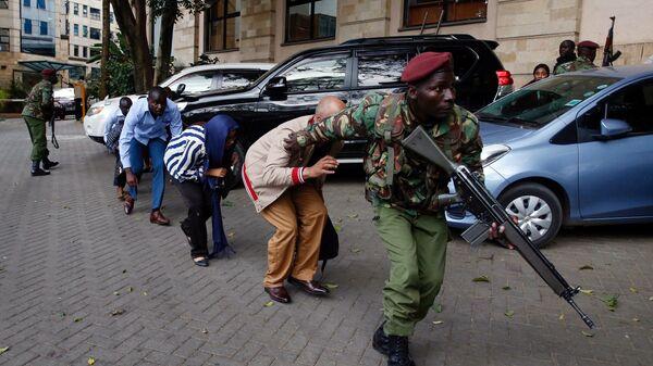 Ситуация на месте взрыва и стрельбы рядом с отелем Dusit в Найроби