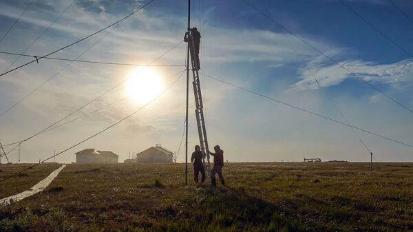 Сотрудники Северного УГМС проверяют оборудование станции Марресаля