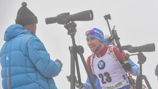 Главный тренер сборной России по биатлону Анатолий Хованцев и Александр Логинов (справа)