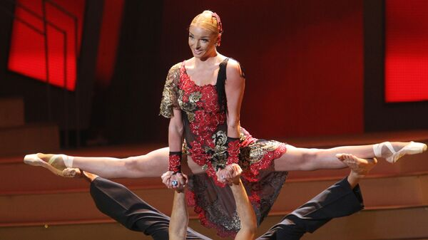 Балерина Анастасия Волочкова с солистом Большого театра Ринатом Арифулиным выступают на ее юбилейном концерте в Государственном Кремлевском дворце