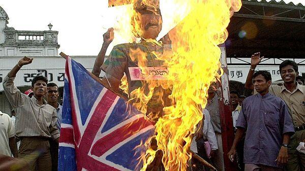 Шри-Ланкийские националисты жгут флаги Великобритании и Норвегии в Коломбо