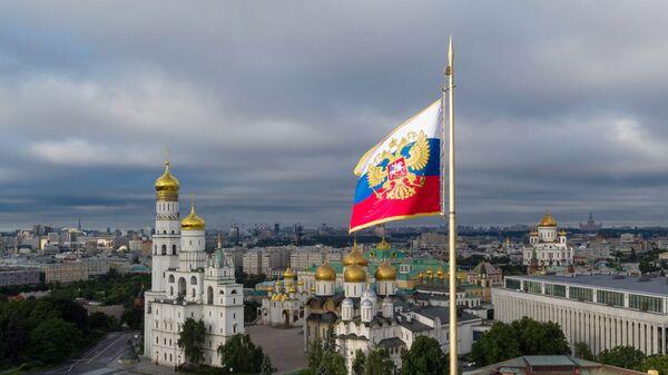 Президентский штандарт в Московском Кремле