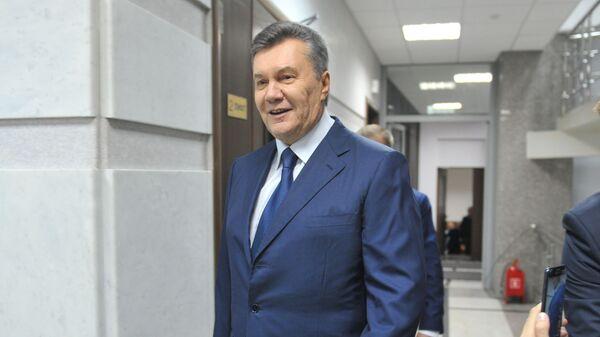 Бывший президент Украины Виктор Янукович, прибывший в Ростовский областной суд для дачи показаний по видеосвязи