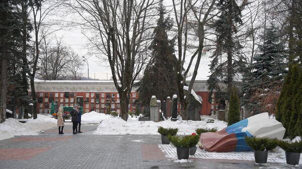 Мемориал Б. Н. Ельцину на Новодевичьем кладбище