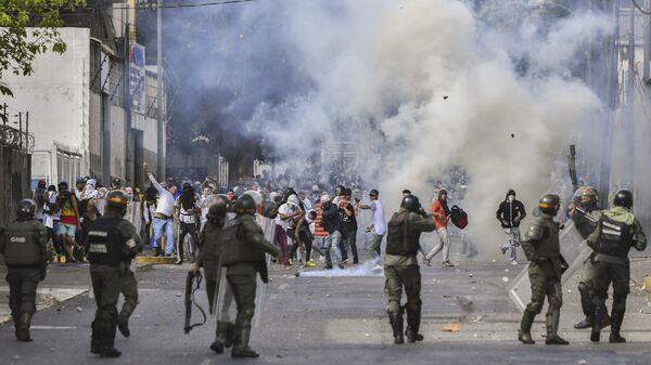 Акция протеста против президента Венесуэлы Николаса Мадуро в Каракасе. 23 января 2019