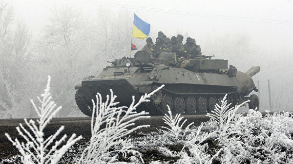 Колонна украинских военнослужащих на трассе между Артемовском и Дебальцево