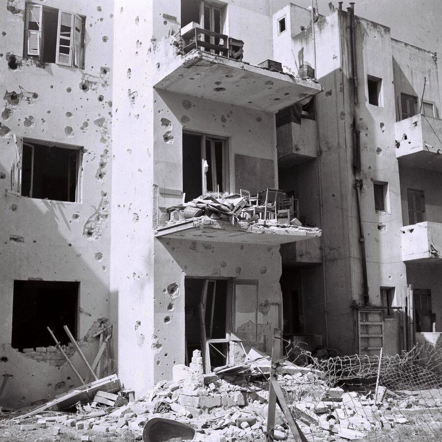 Жилой дом, разрушенный в результате налёта египетской авиации. Тель-Авив, 16 мая 1948 года