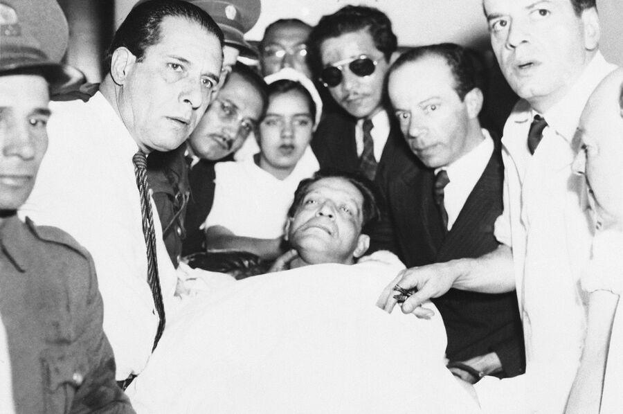 Тело Хорхе Гайтана после убийства в Боготе