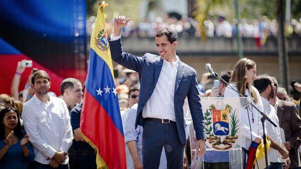 Спикер парламента Венесуэлы и лидер оппозиции Хуан Гуаидо, провозгласивший себя временным президентом страны, на митинге в  Каракасе. 2 февраля 2019