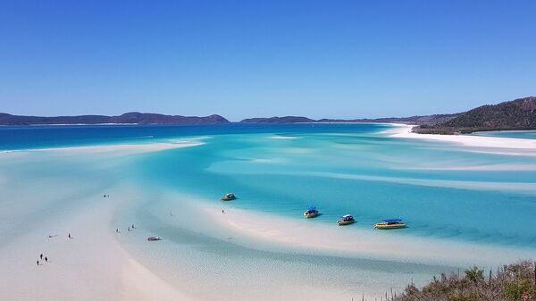 Остров Уитсанди к северо-востоку от Квинсленда в Австралии