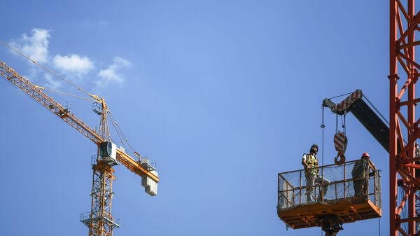 Рабочие на стройке