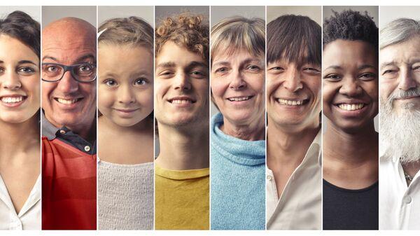 Люди разных возрастов и национальностей