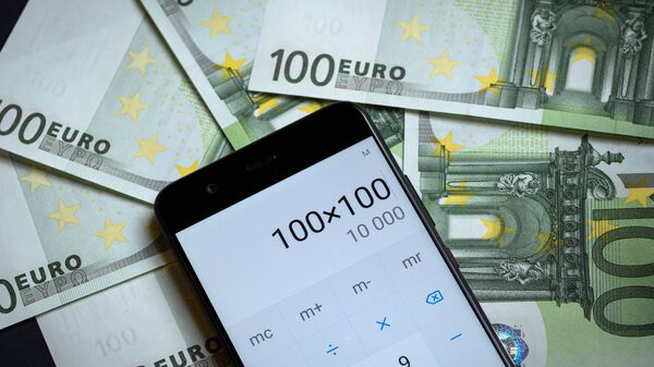 Калькулятор, купюры Евросоюза и российских рублей