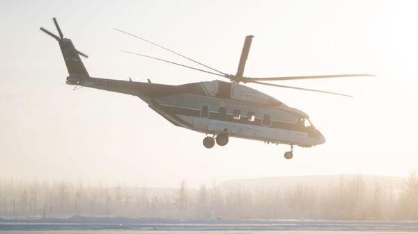 Вертолет Ми-38 во время испытаний в аэропорту Мирный в Якутии