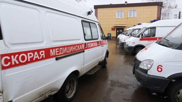 Автомобили скорой медицинской помощи на стоянке