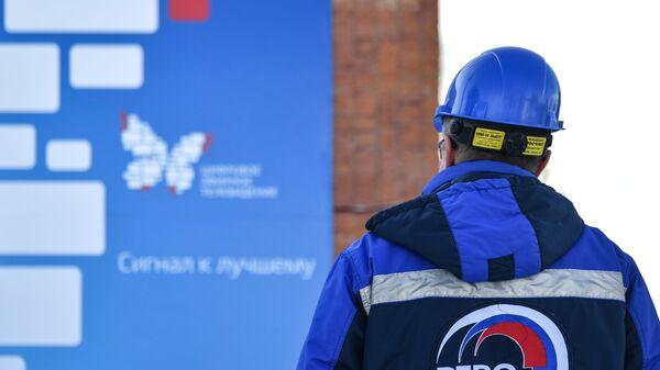 Инженер на территории Тульского областного радиотелевизионного передающего центра
