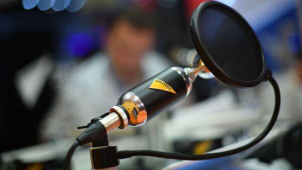 Микрофон в студии радио Sputnik