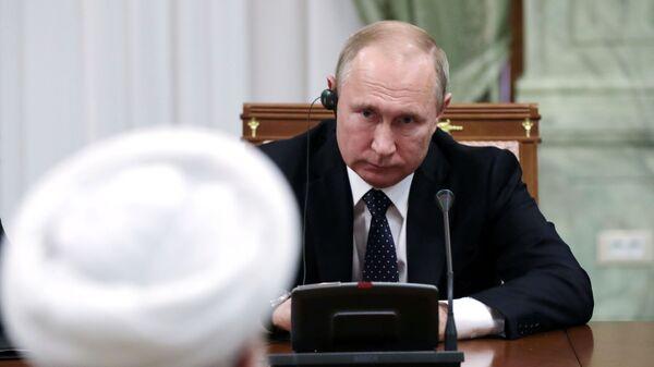 Президент РФ Владимир Путин во время беседы с президентом Исламской Республики Иран Хасаном Рухани в Сочи