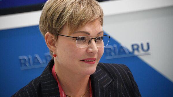 Губернатор Мурманской области Марина Ковтун на стенде МИА Россия Сегодня на Российском инвестиционном форуме в Сочи. 14 февраля 2019