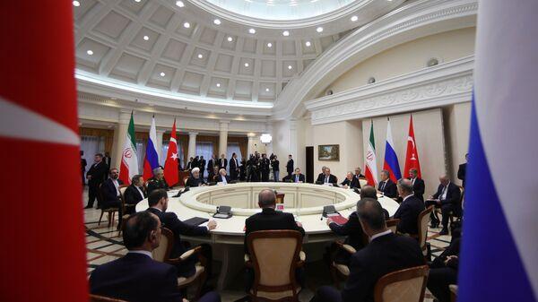 Президент РФ Владимир Путин во время четвертой трехсторонней встречи глав государств-гарантов астанинского процесса содействия сирийскому урегулированию