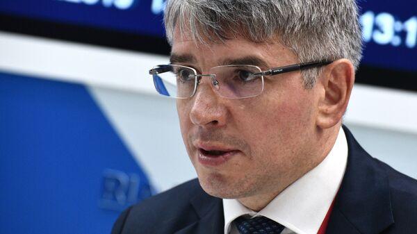 Руководитель Департамента науки, промышленной политики и предпринимательства города Москвы Алексей Фурсин на стенде МИА Россия сегодня