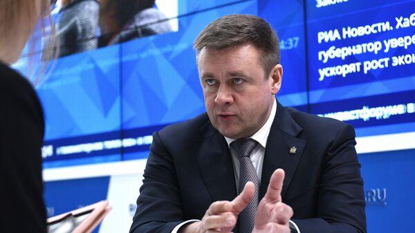 Губернатор Рязанской области Николай Любимов на стенде МИА Россия сегодня на Российском инвестиционном форуме в Сочи