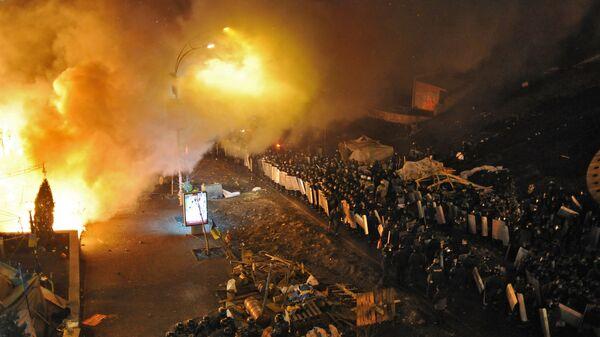 Кордоны полиции у площади Независимости в Киеве, где произошли столкновения оппозиции и сотрудников милиции
