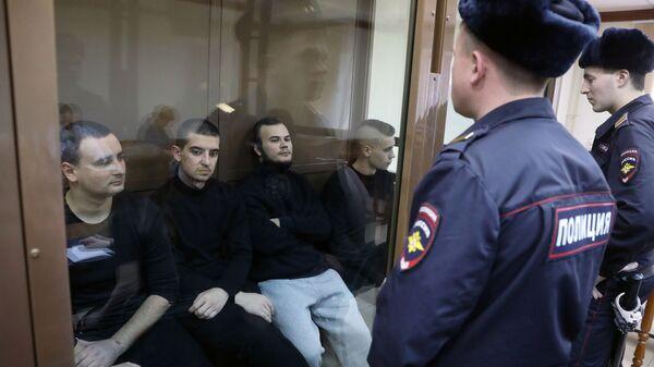 Задержанные украинские моряки Василий Сорока, Андрей Артеменко, Олег Мельничук и Андрей Эйдер в Московском городском суде