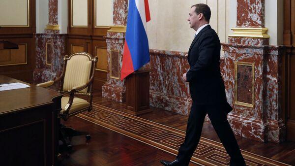 Председатель правительства РФ Дмитрий Медведев перед началом совещания с членами кабинета министров РФ. 21 февраля 2019