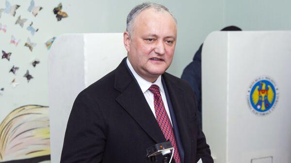 Президент Молдавии Игорь Додон голосует на парламентских выборах на избирательном участке в Кишиневе. 24 февраля 2019