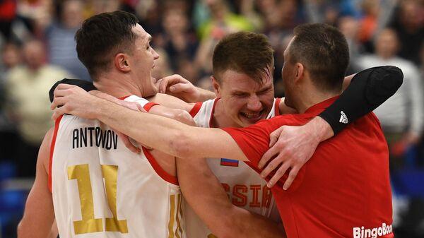 Баскетболисты сборной России Семён Антонов, Андрей Воронцевич и Виталий Фридзон (слева направо)