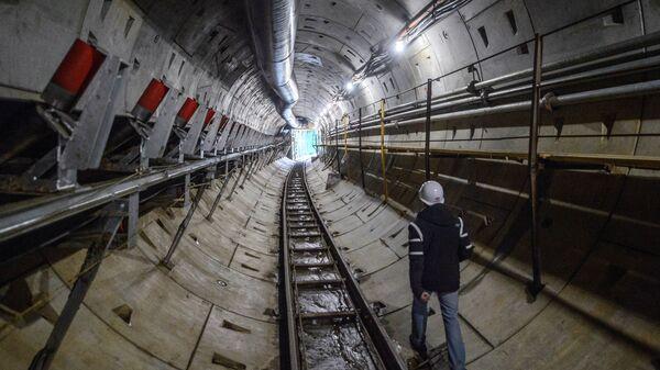 Рабочий в метро