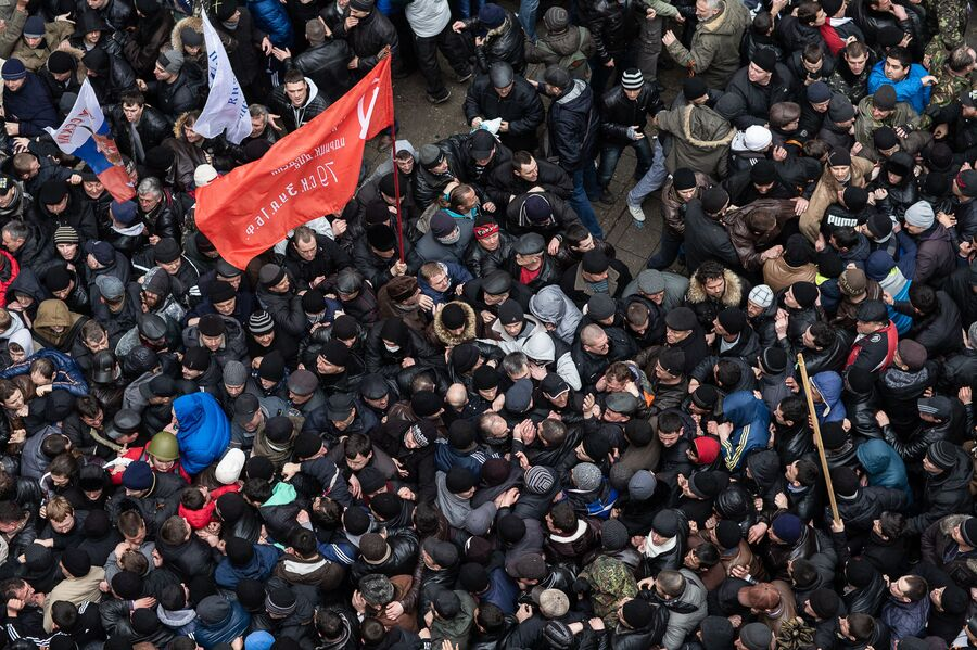 Массовые беспорядки на митинге у здания Верховного совета Крыма в Симферополе