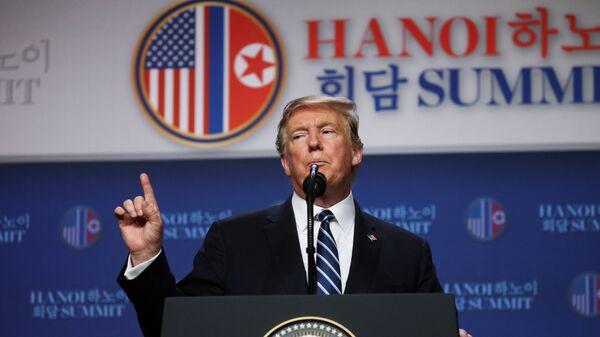 Президент США Дональд Трамп проводит пресс-конференцию после встречи с лидером Северной Кореи Ким Чен Ыном в Ханое. 28 февраля 2019