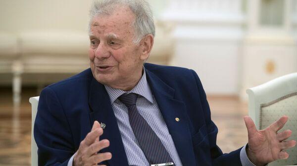 Вице-президент Российской академии наук Жорес Алферов