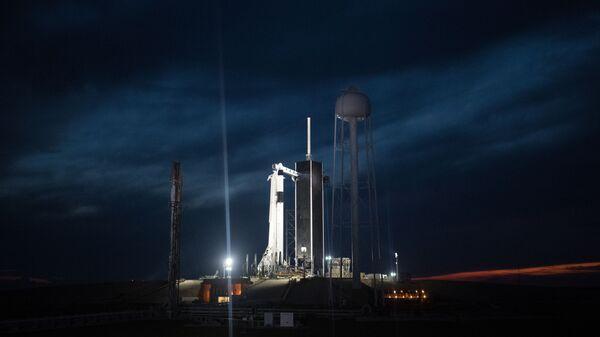Ракета-носитель Falcon 9 с Crew Dragon