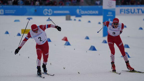 Антон Тимашов и Иван Кириллов на финише гонки преследования на Универсиаде в Краснояске