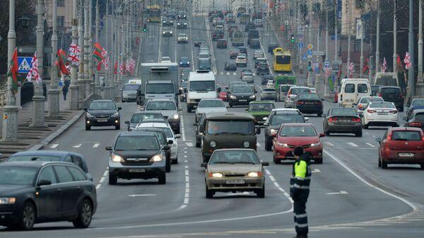 Автомобили на проспекте Независимости в Минске