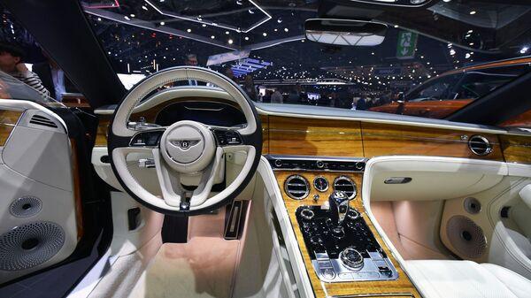 Салон автомобиля Bentley на Международном Женевском автосалоне