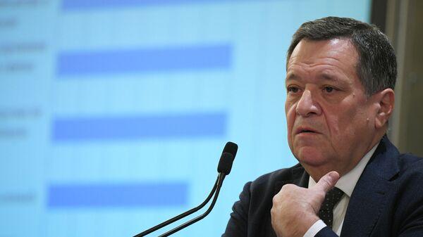 Председатель комитета Государственной Думы РФ по бюджету и налогам Андрей Макаров выступает на Неделе российского бизнеса