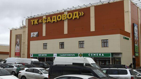 Торговый комплекс Садовод в Москве, в котором сотрудники полиции и ФМС проводят профилактические проверки